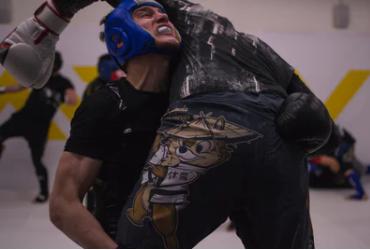 Aký je proces, ktorý má skončiť zmiešaným bojovníkom bojových umení