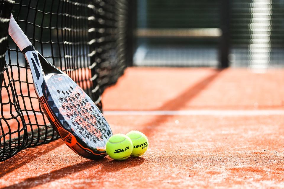 O tenis, tenisový Inštruktor